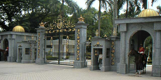 kings-palace-gate